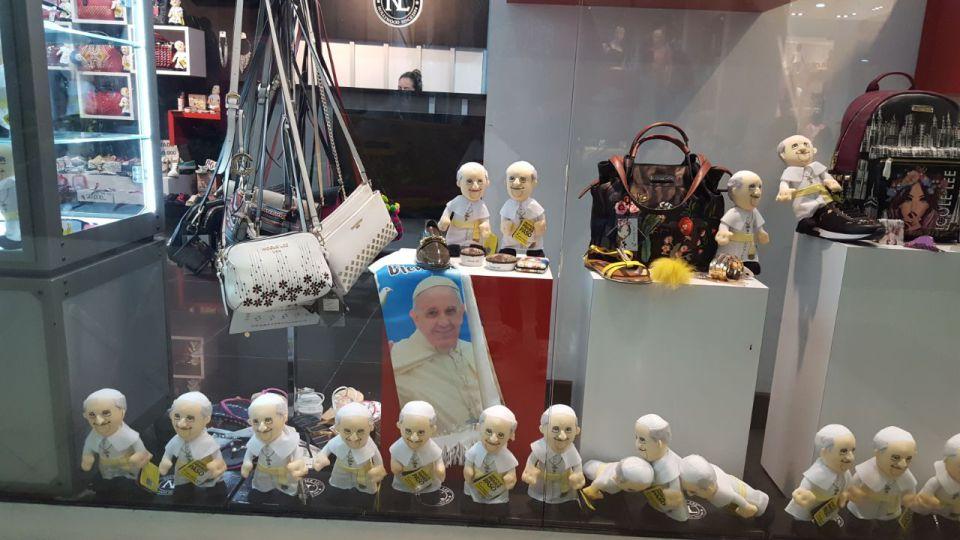 Otanci,futbale a pápežovi?