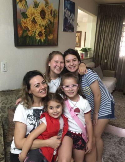 Na fotce kromě mých sester i sestřenice s tetou,která byla v Praze