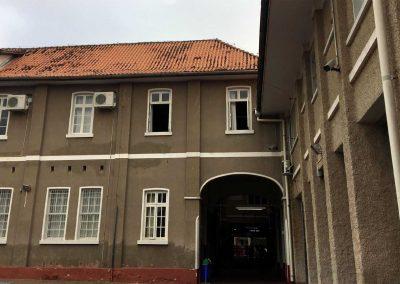 Budova školy zezadu nic moc, ale celkově je to lepší XD