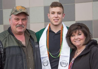 Graduation s mojí poslední rodinou, Lindou a Davem.