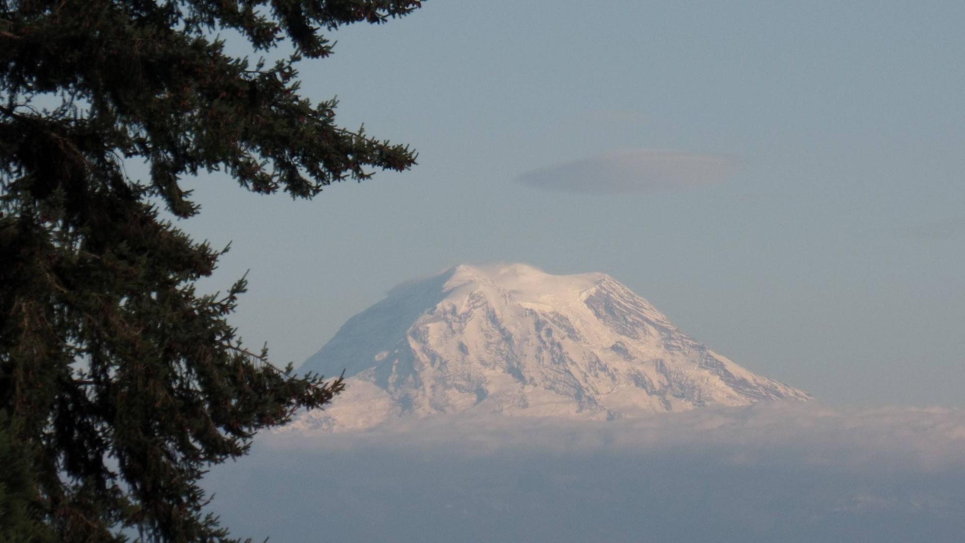 Mt. Rainier, činná sopka čnící nad Tacomou