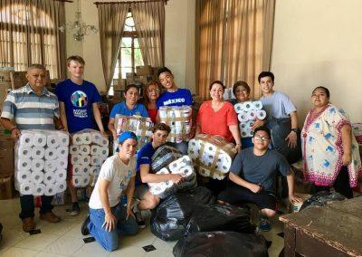 Sbírání a následné poslání potřebných věcí do oblastí zasaženými zemětřesením