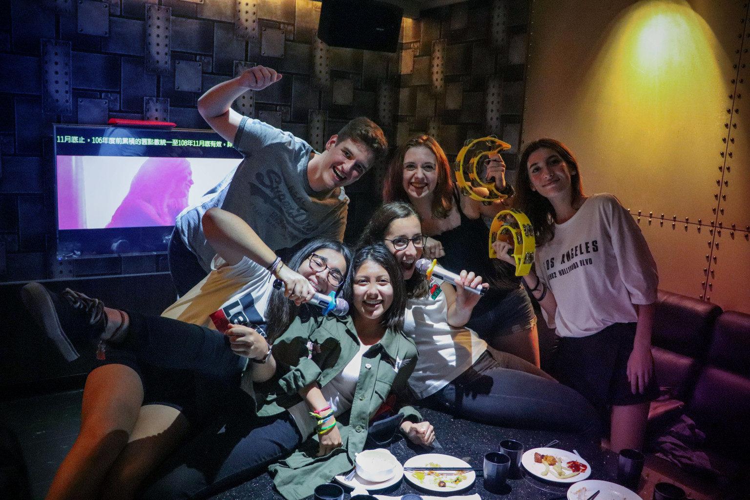 Niečo o tajfúnoch a karaoke