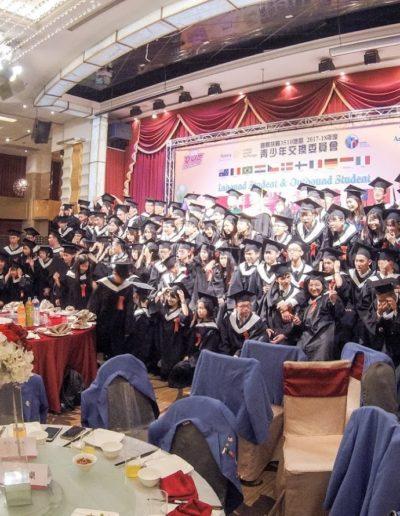 Fotka z oslavy úspešného ukončenia výmenného pobytu, tzv. graduation party