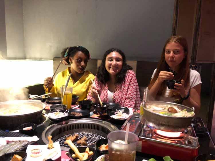 Spousta jídla a my