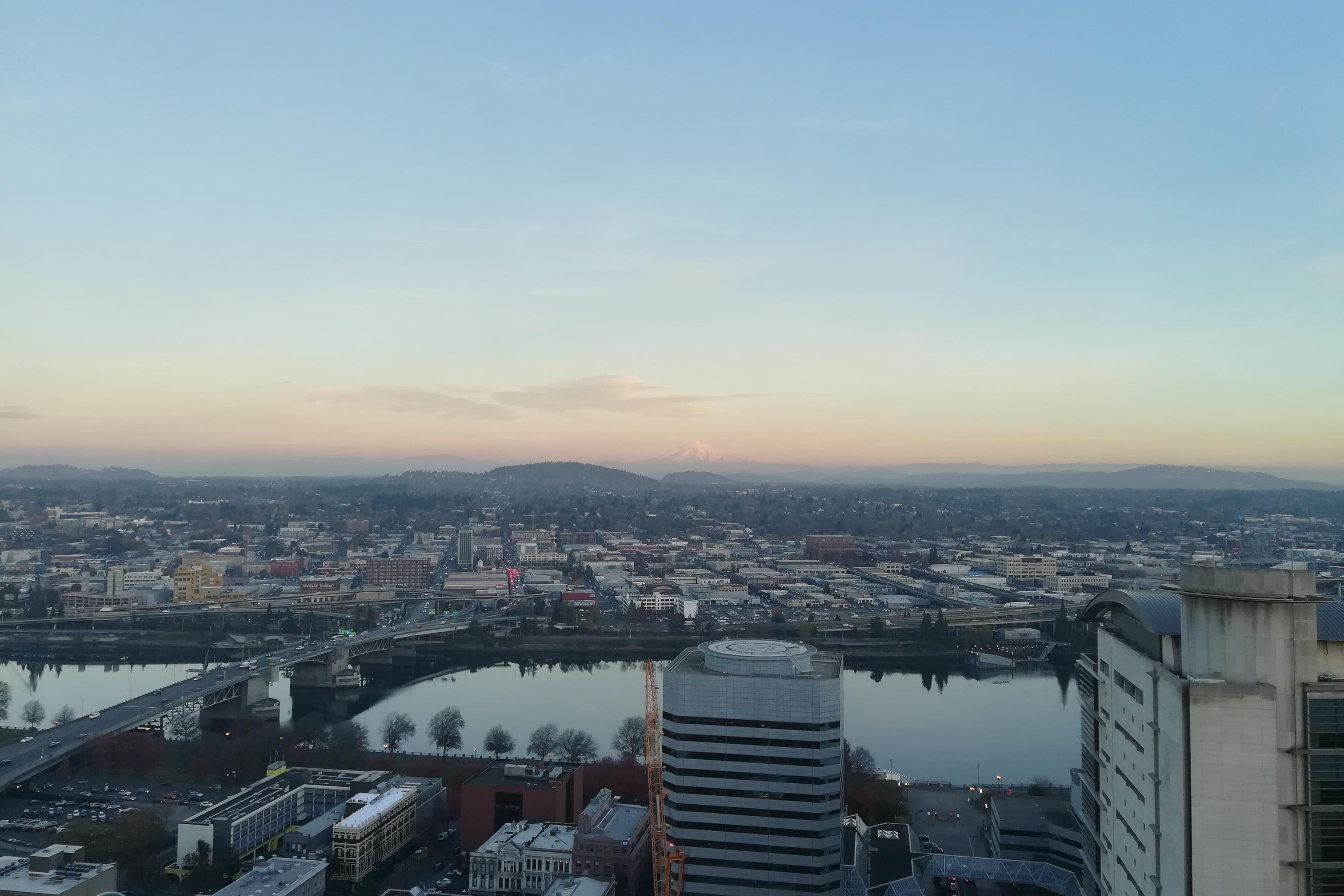 Pohled z downtown na východní část Portlandu