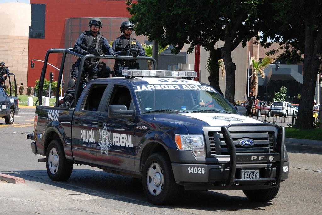 Takhle běžně projíždí policie po ulicích ve Victorii