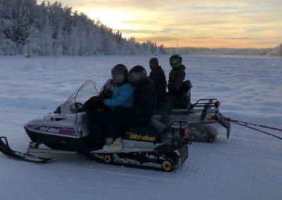 Vyjížďka na sněžných skútrech na Aljašce
