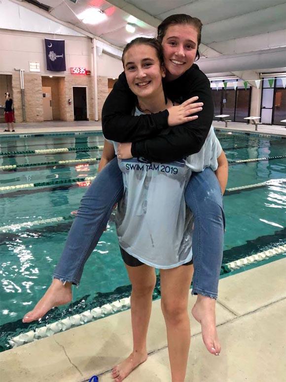 Počas plaveckej sezóny sa mi podarilo kvalifikovať na majstrovstná štátu Južnej Karolíny a vyplávať si 14 miesto